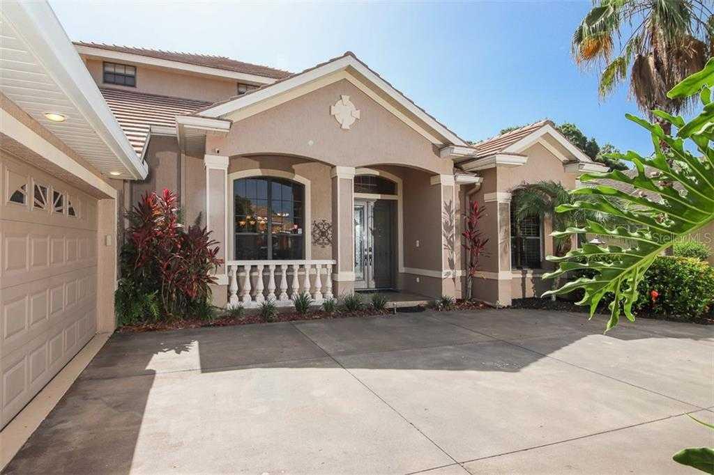 $699,000 - 4Br/4Ba -  for Sale in Secluded Oaks, Sarasota