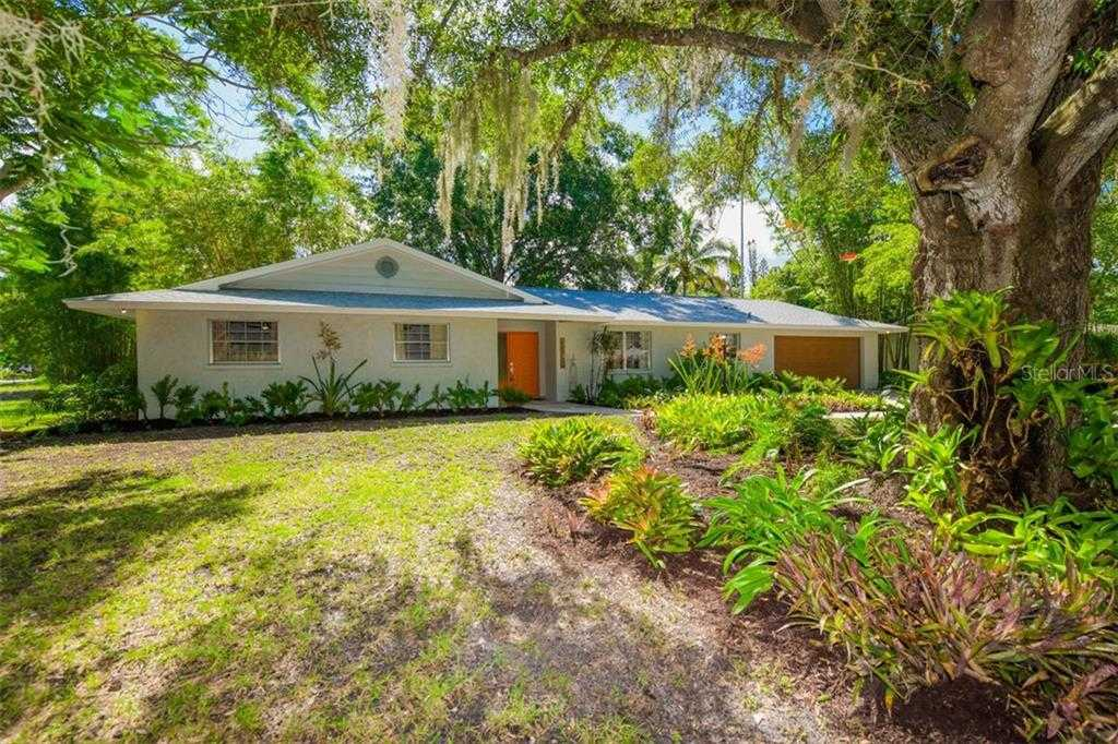 $565,000 - 3Br/3Ba -  for Sale in Sapphire Heights, Sarasota