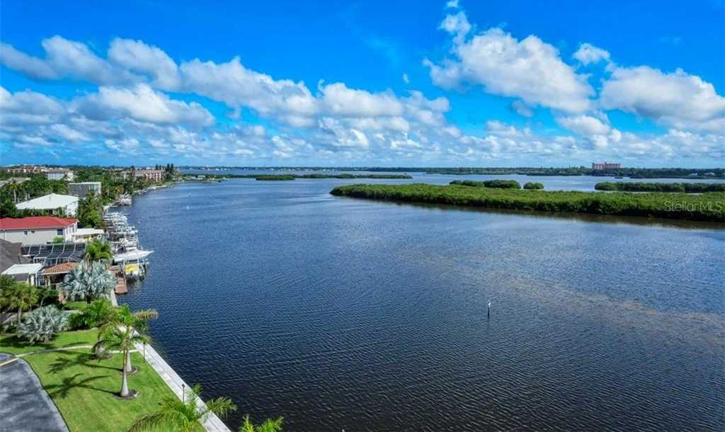 $489,900 - 2Br/2Ba -  for Sale in Pointe On Midnight Pass, Sarasota