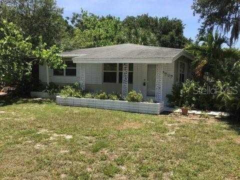$350,000 - 2Br/1Ba -  for Sale in La Linda Terrace, Sarasota