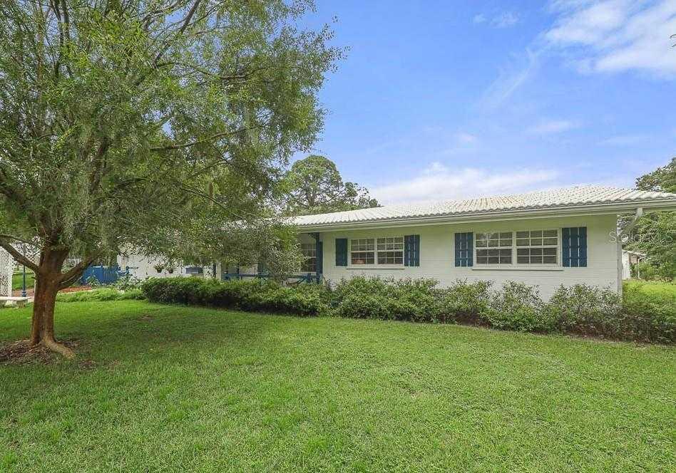 $375,000 - 3Br/2Ba -  for Sale in Sarasota Spgs, Sarasota