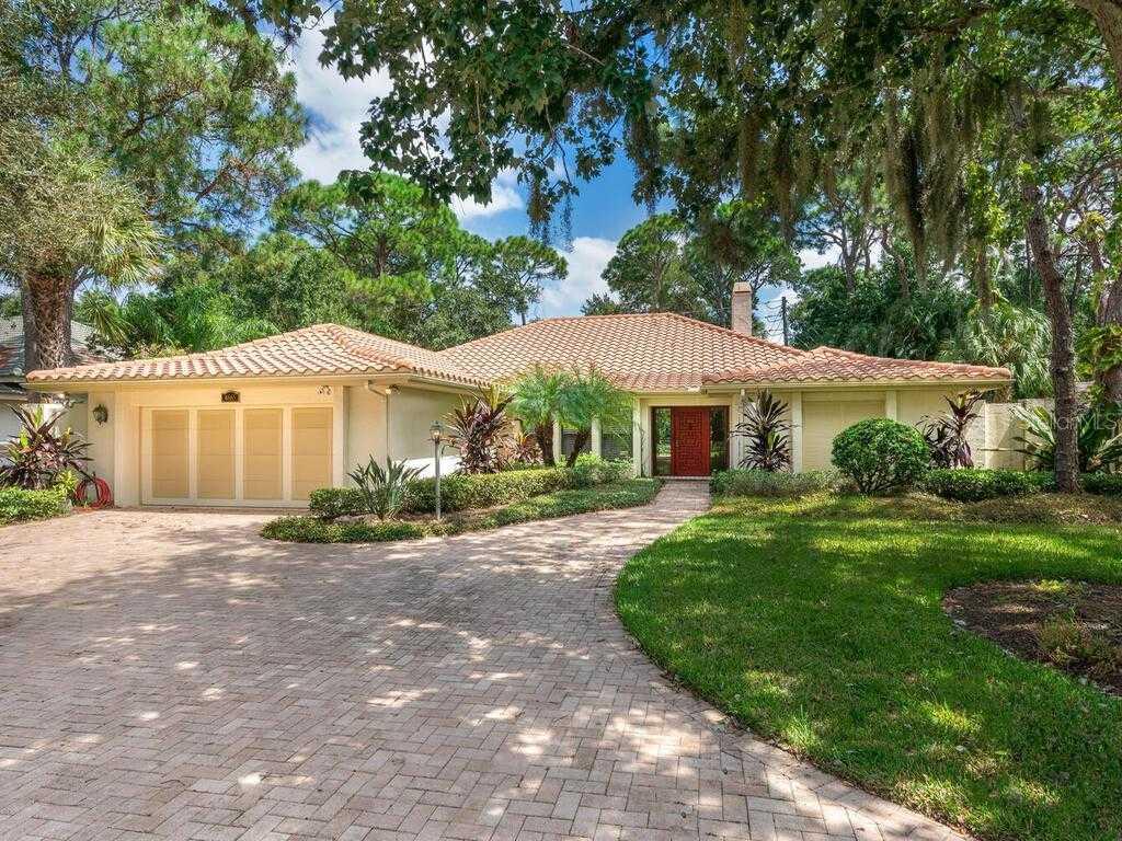 $700,000 - 3Br/3Ba -  for Sale in The Landings, Sarasota