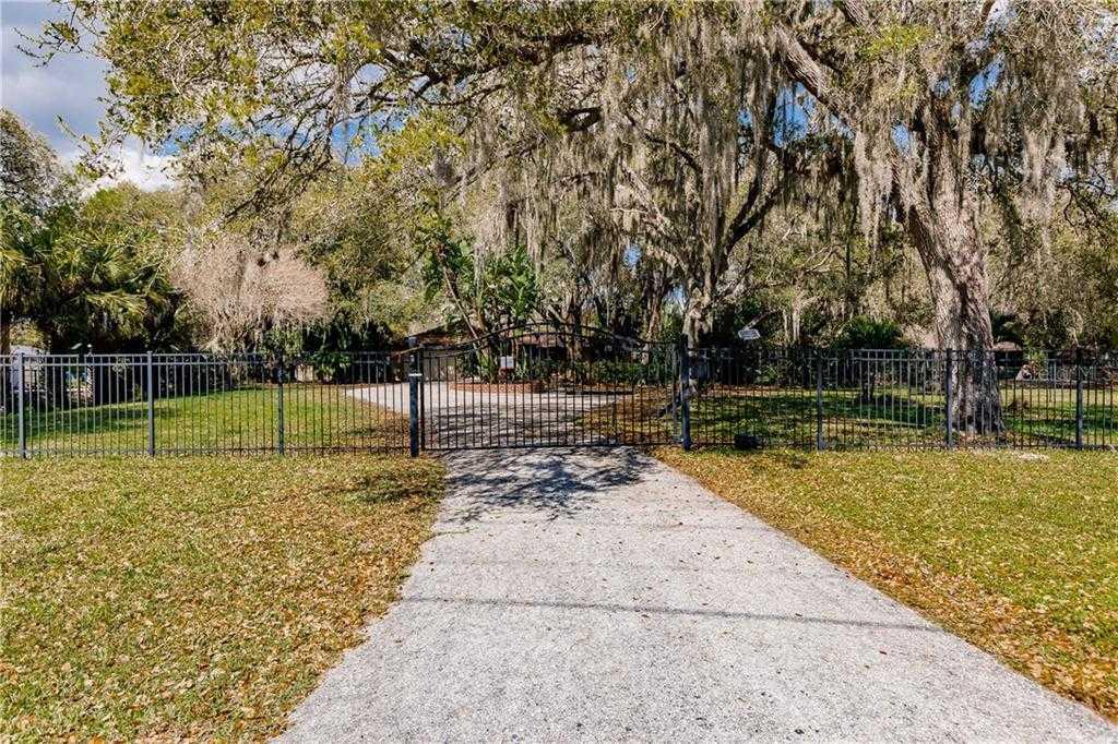 $660,000 - 3Br/3Ba -  for Sale in Shadow Oaks, Sarasota