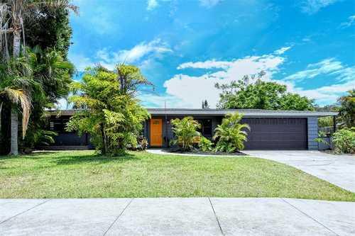 $375,000 - 3Br/2Ba -  for Sale in South Gate, Sarasota