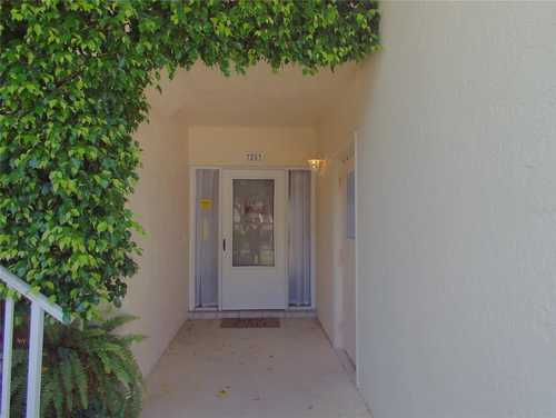 $285,000 - 2Br/2Ba -  for Sale in Pinehurst Sec I, Sarasota