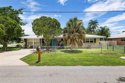 $449,000 - 3Br/2Ba -  for Sale in Siesta Heights, Sarasota