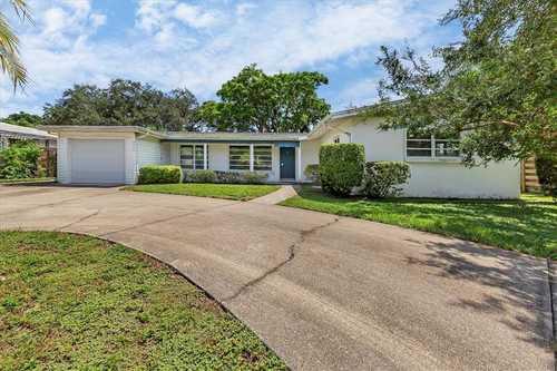 $495,000 - 3Br/2Ba -  for Sale in South Gate, Sarasota