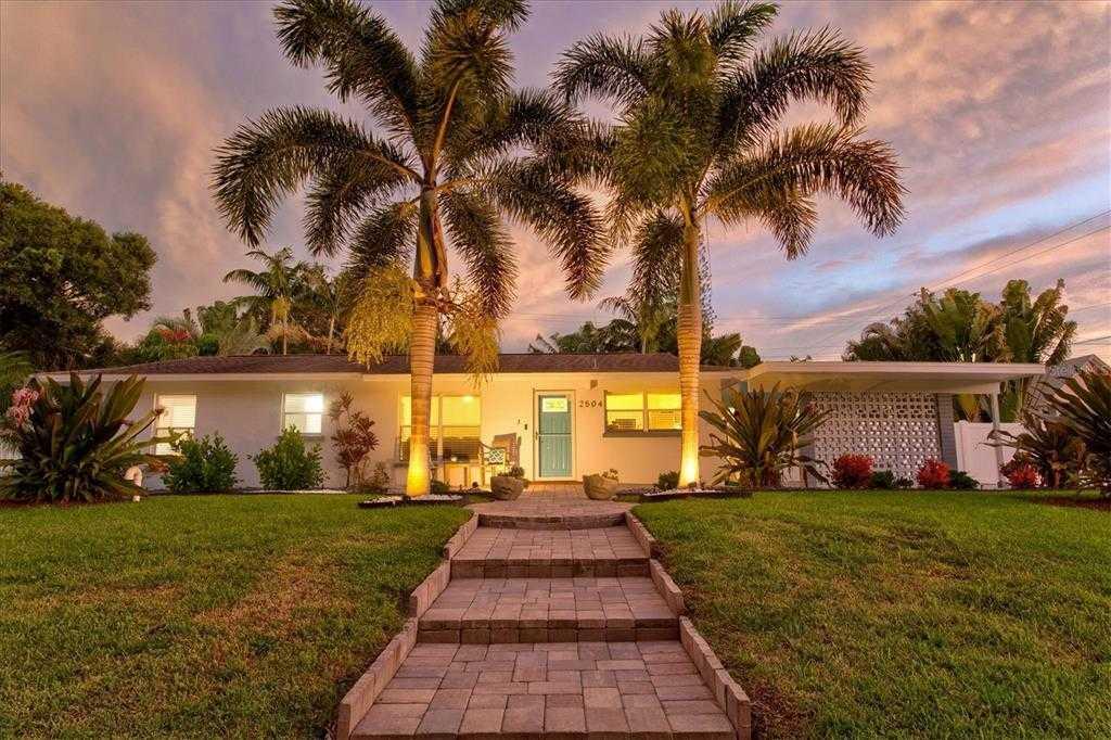 $464,000 - 3Br/2Ba -  for Sale in South Gate, Sarasota