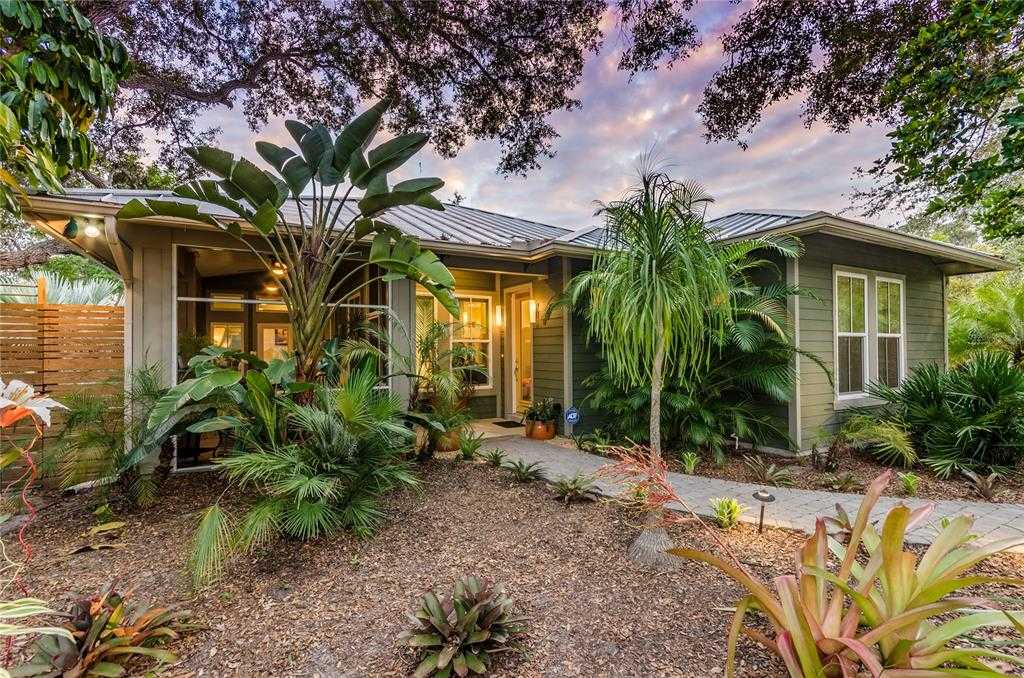 $675,000 - 3Br/2Ba -  for Sale in Pine Ridge, Sarasota