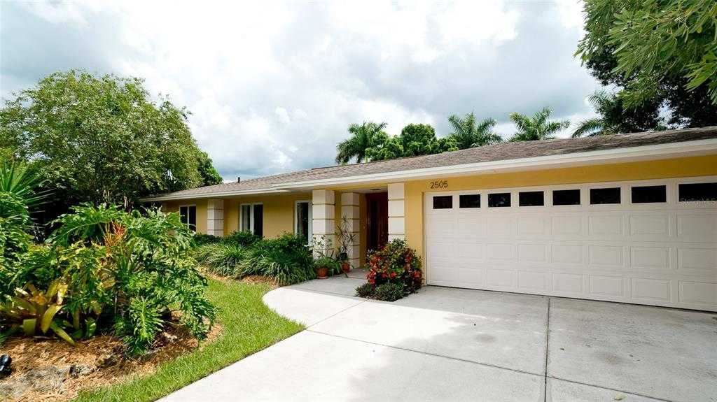 $575,000 - 3Br/2Ba -  for Sale in South Gate, Sarasota