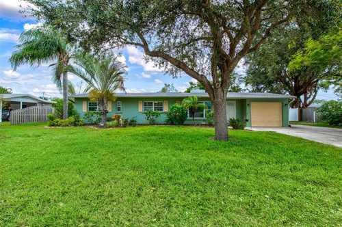$699,900 - 3Br/2Ba -  for Sale in South Gate, Sarasota