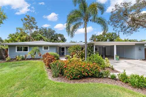 $850,000 - 3Br/3Ba -  for Sale in Hibiscus Park 1, Sarasota