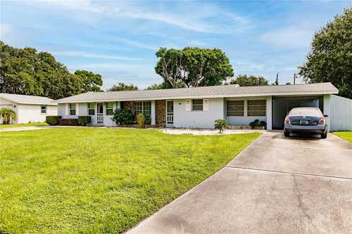 $544,900 - 4Br/2Ba -  for Sale in Pine Shores Estates Rep, Sarasota