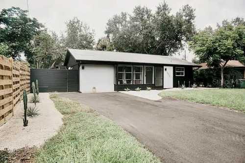 $499,000 - 3Br/2Ba -  for Sale in Loma Linda Park, Sarasota