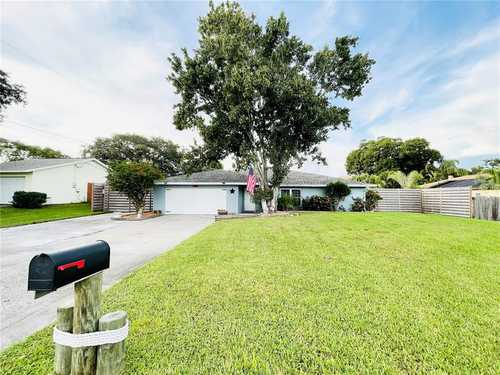 $485,000 - 3Br/3Ba -  for Sale in Clark Lakes Sub, Sarasota
