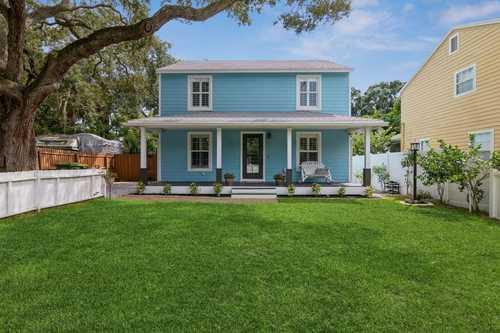$450,000 - 4Br/2Ba -  for Sale in Rustic Lodge, Sarasota