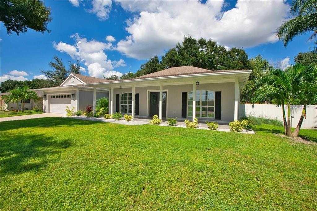 $500,000 - 3Br/2Ba -  for Sale in Sarasota Golf Club Colony 5, Sarasota