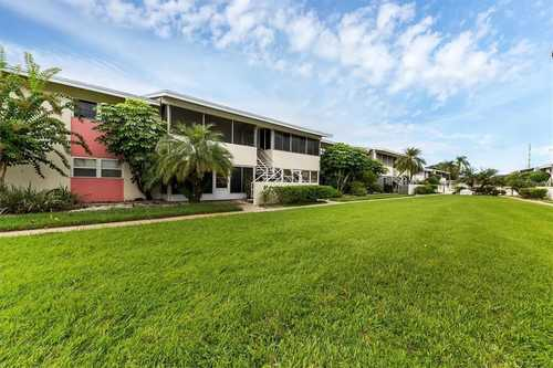 $189,000 - 2Br/2Ba -  for Sale in Forest Lakes Country Club Estate, Sarasota