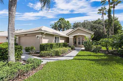 $425,000 - 2Br/2Ba -  for Sale in Villas At Deer Creek, Sarasota