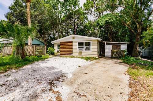 $349,900 - 3Br/2Ba -  for Sale in Joiners A L Sub, Sarasota