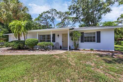 $375,000 - 3Br/3Ba -  for Sale in Gulf Gate, Sarasota