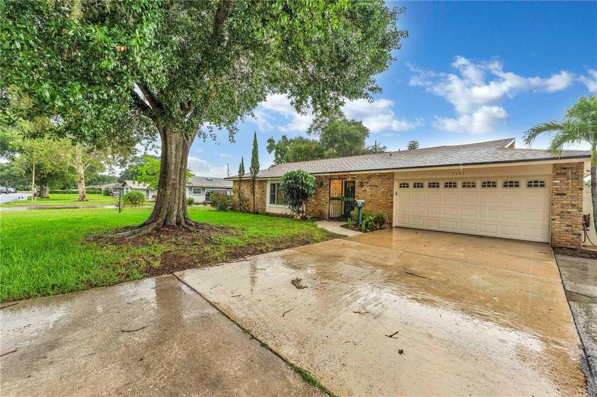 $469,900 - 4Br/3Ba -  for Sale in Lake Conway Estates, Belle Isle