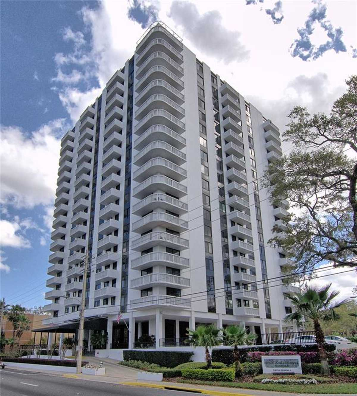 $305,000 - 2Br/2Ba -  for Sale in Park Lake Towers, Orlando