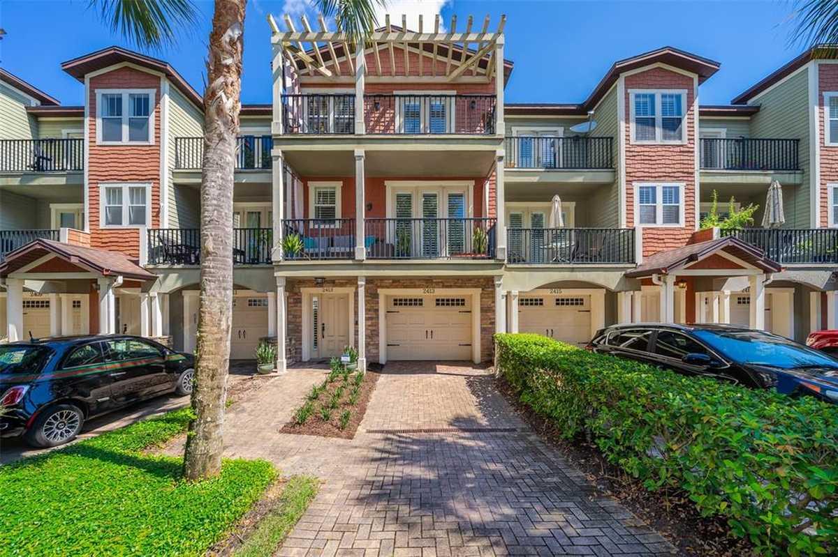 $439,900 - 4Br/4Ba -  for Sale in Delaney Townehomes, Orlando