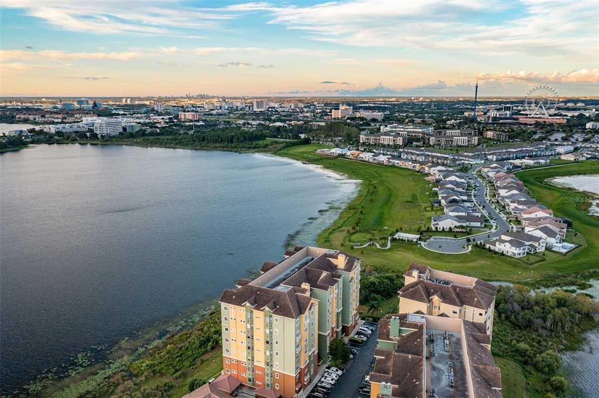 $1,000,000 - 4Br/3Ba -  for Sale in Vizcaya Heights Condo 8, Orlando
