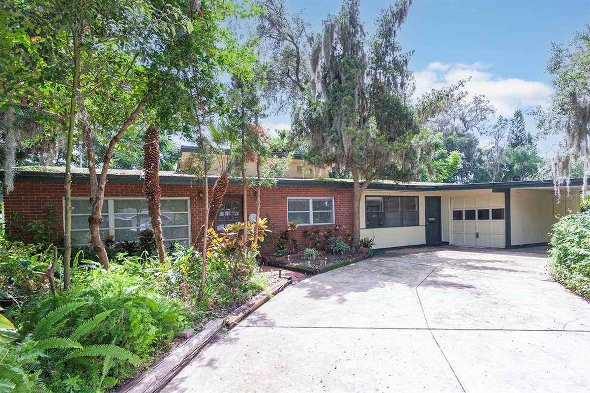 $393,999 - 4Br/3Ba -  for Sale in Oakland Shores 1st Add, Maitland