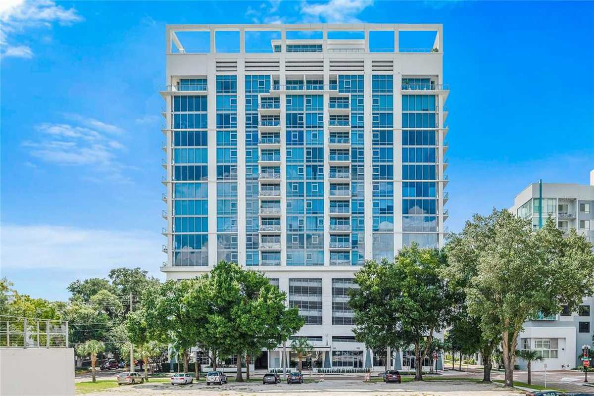 $675,000 - 2Br/3Ba -  for Sale in Star Tower Condo, Orlando