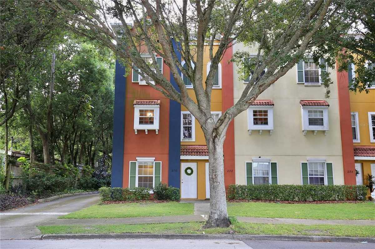 $324,900 - 3Br/3Ba -  for Sale in Glenwood Commons Condo, Orlando