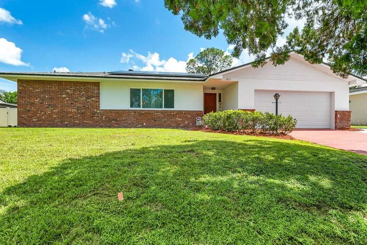 $459,900 - 4Br/3Ba -  for Sale in Greenbriar, Orlando
