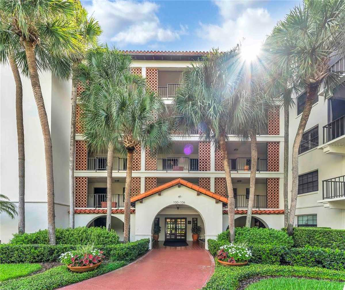 $819,750 - 2Br/2Ba -  for Sale in Cloisters Condo, Winter Park