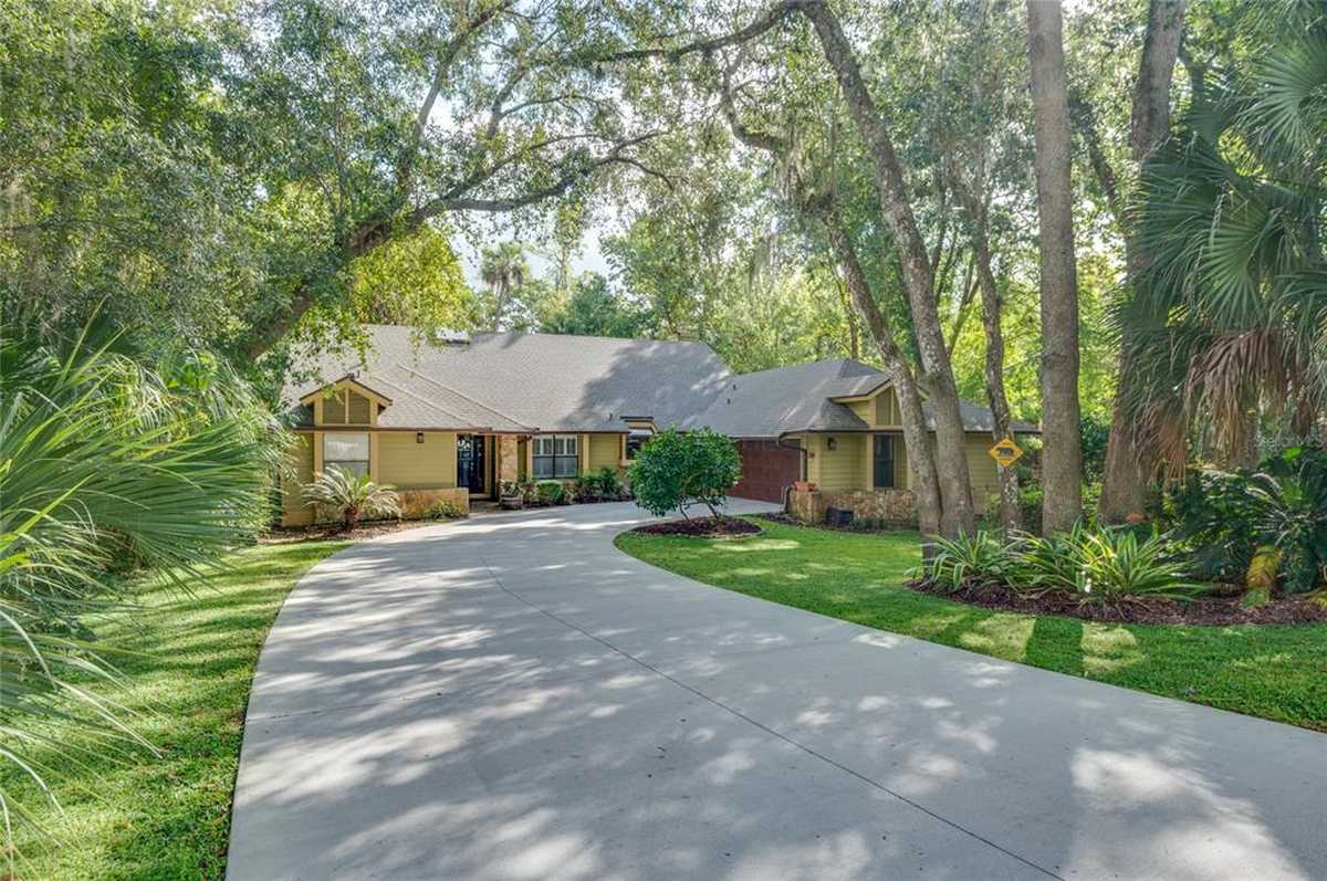 $565,000 - 4Br/3Ba -  for Sale in Springs Landing Unit 4, Longwood