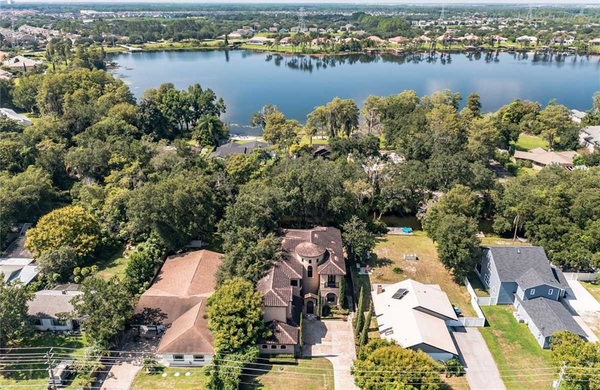 $999,900 - 5Br/6Ba -  for Sale in Sawyer Shores Sub, Windermere