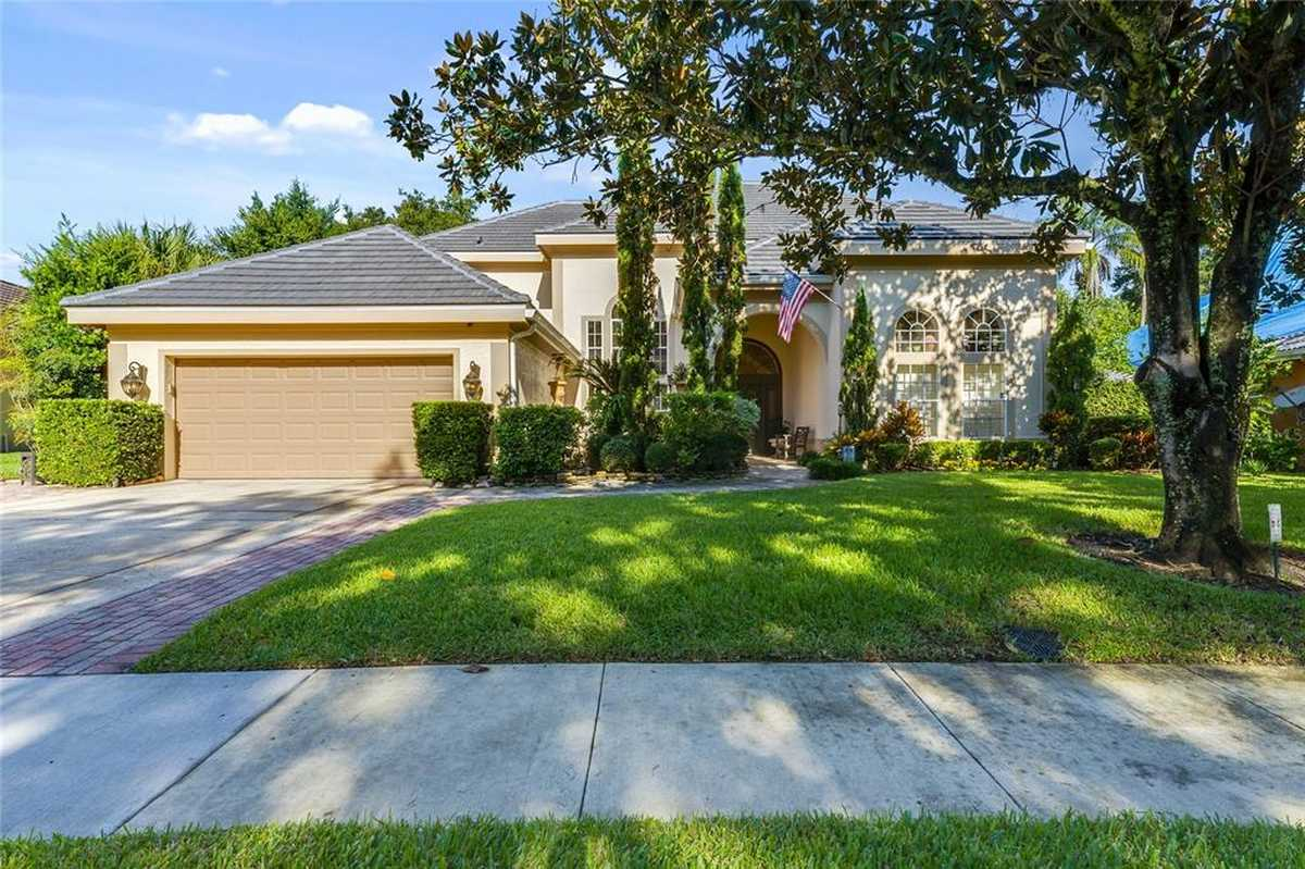 $975,000 - 4Br/5Ba -  for Sale in South Bay, Orlando
