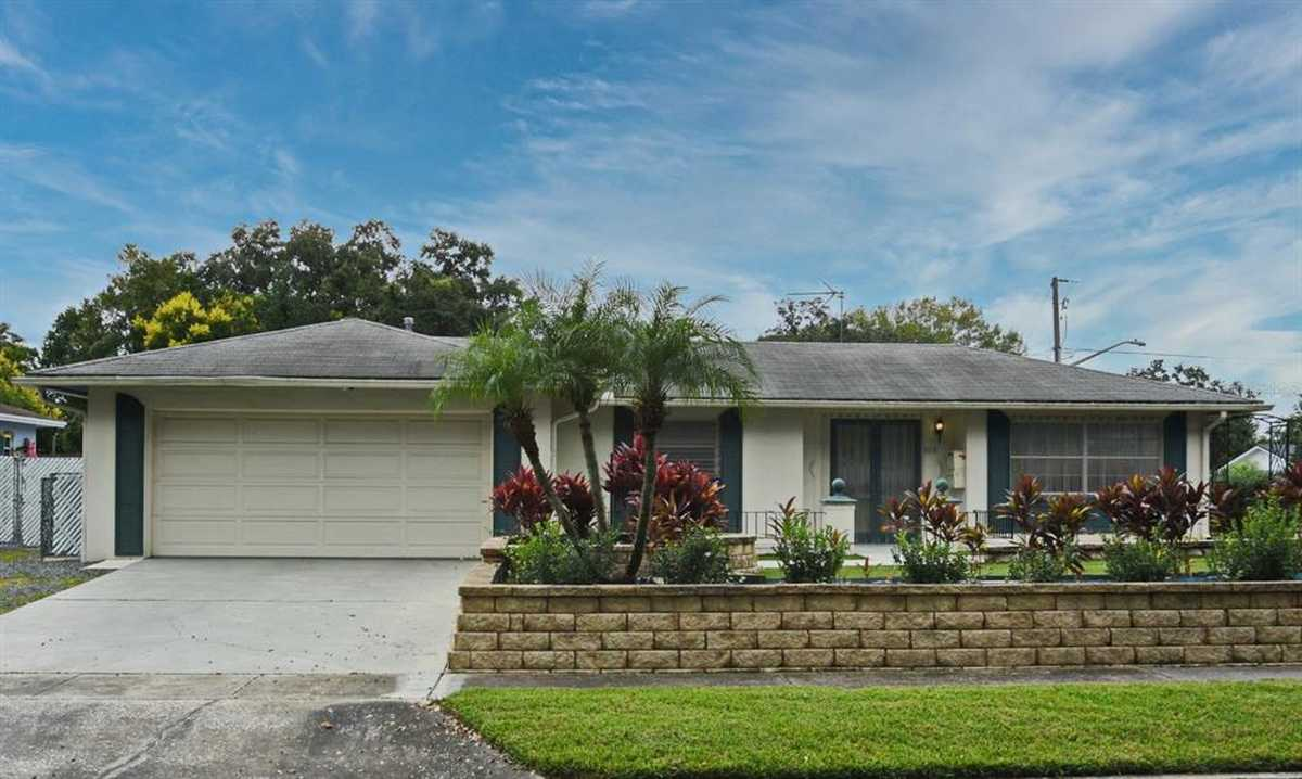$350,000 - 4Br/2Ba -  for Sale in Winter Park Forest, Winter Park