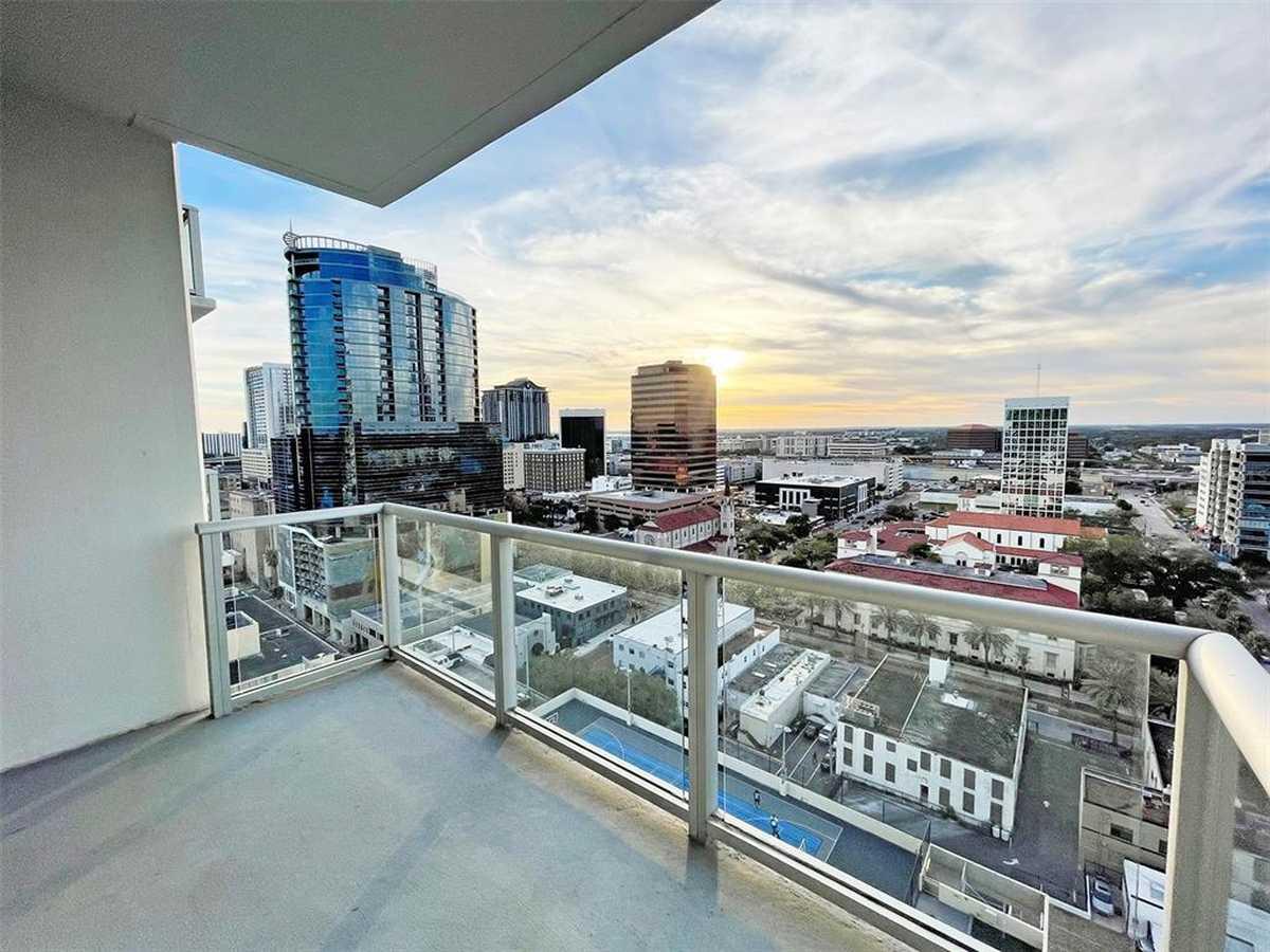 $424,000 - 2Br/2Ba -  for Sale in Vue/lk Eola, Orlando