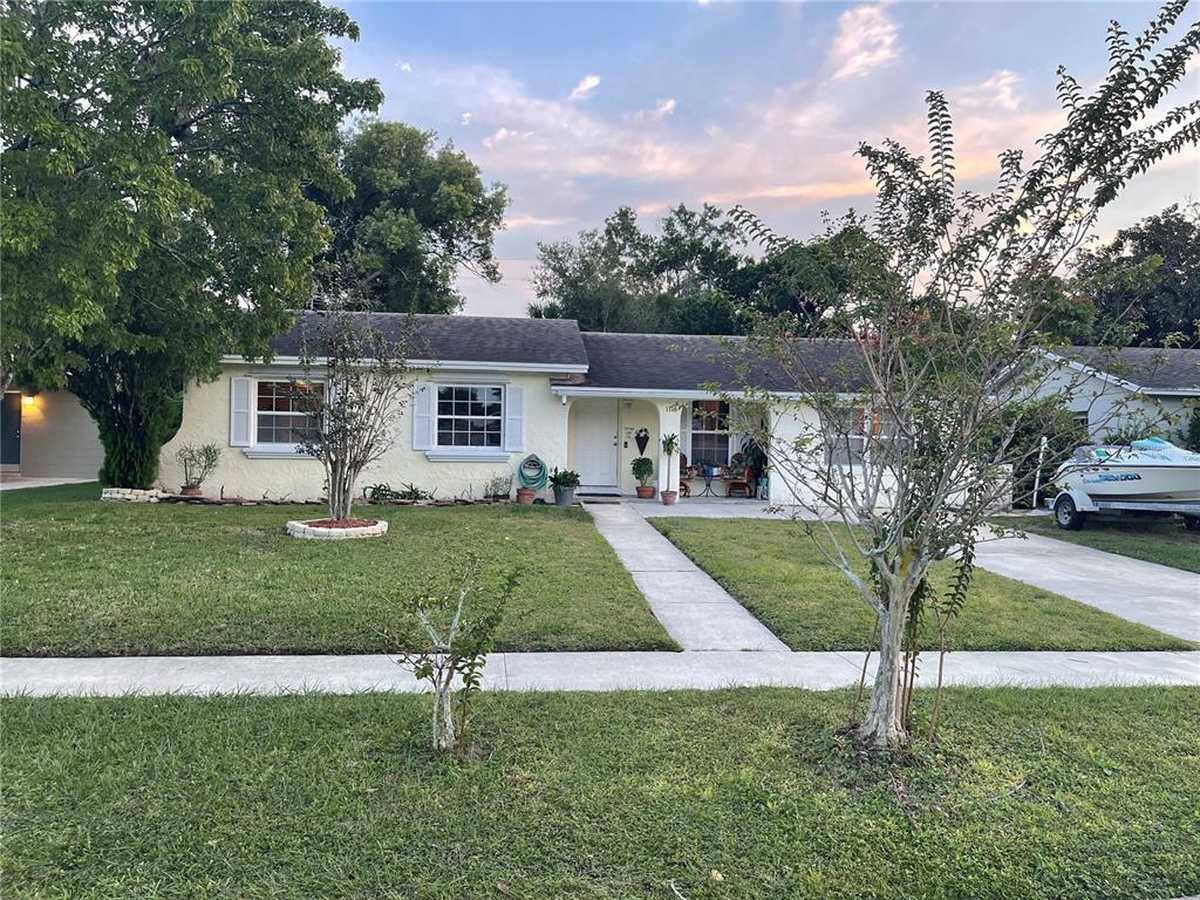 $235,000 - 2Br/2Ba -  for Sale in Kingswood Manor 7th Add, Orlando