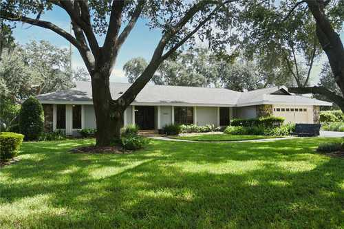 $724,900 - 4Br/4Ba -  for Sale in Bay Hill Sec 09, Orlando