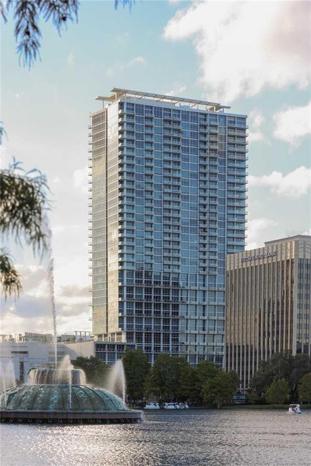 $350,000 - 1Br/2Ba -  for Sale in Vue At Lake Eola Condominium, Orlando