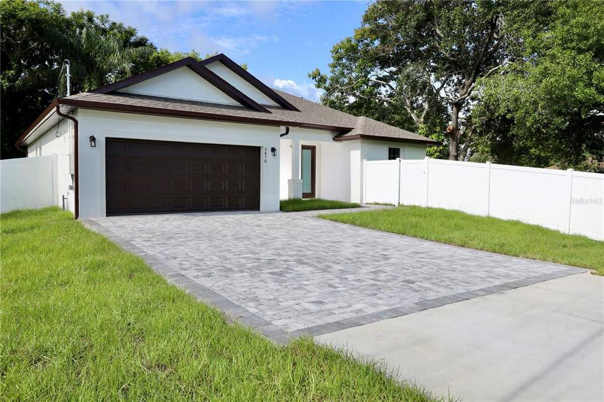 $449,999 - 4Br/3Ba -  for Sale in Lake Barton Park, Orlando