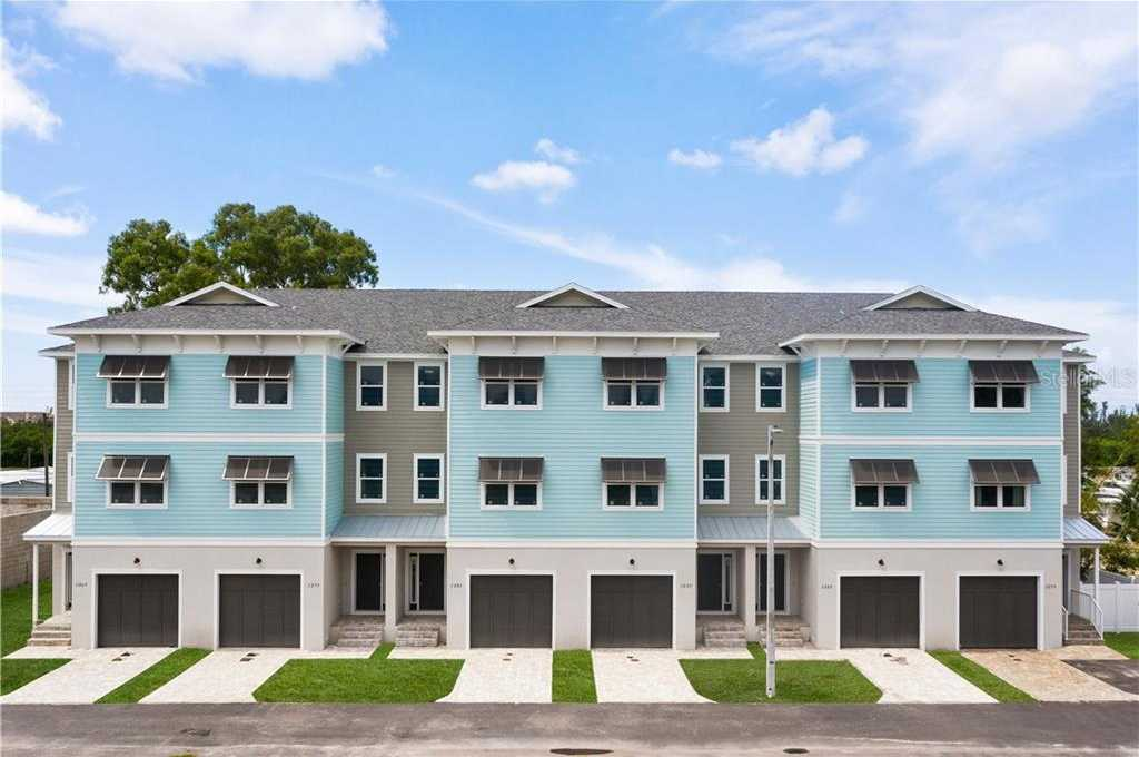 $425,000 - 3Br/3Ba -  for Sale in Riviera Twnhms, St Petersburg
