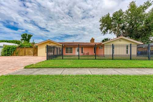 $599,000 - 3Br/2Ba -  for Sale in Gulf Gate Manor, Sarasota