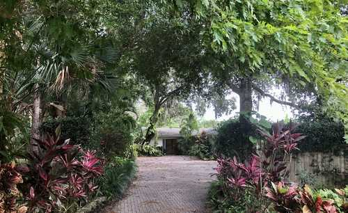 $849,000 - 4Br/3Ba -  for Sale in Orange Grove Park, Sarasota