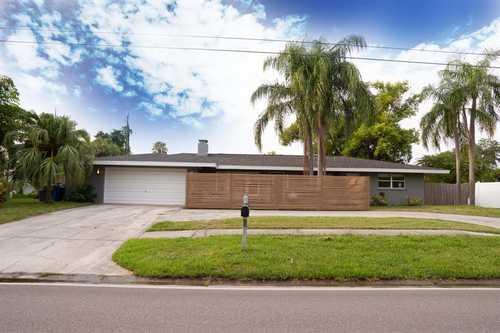 $489,900 - 3Br/2Ba -  for Sale in South Gate, Sarasota
