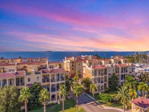 $599,990 - 4Br/4Ba -  for Sale in Brisa Del Mar Townhomes, Apollo Beach