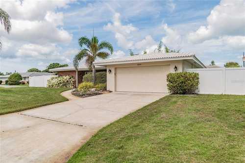 $549,900 - 3Br/2Ba -  for Sale in Village Green Club Estates, Sarasota