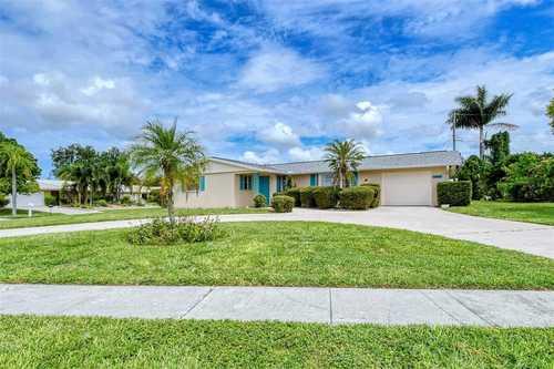 $385,000 - 2Br/2Ba -  for Sale in Gulf Gate, Sarasota